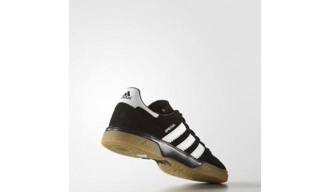 adidas m18209